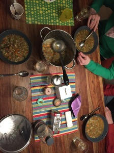 Abendessen mit Oma und Opa und Linsensuppe. Linsensuppe ftw (und wenn mans den Großeltern nicht auf die Nase bindet, merken die gar nicht dass wir super oft vegan essen).