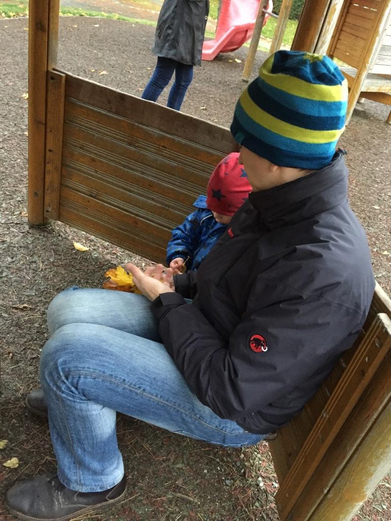 Wegen der vergessenen Äpfel musste Herr Rabe dann Brötchen vom Kind erwerben. Und Kaffee.