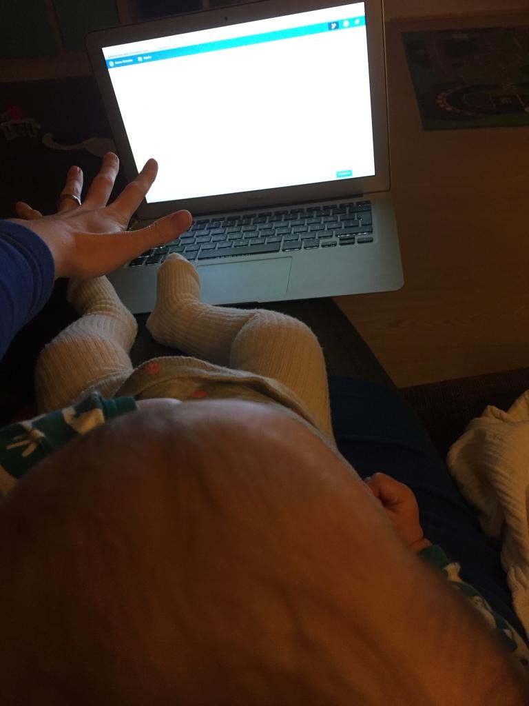 Mit Baby auf dem Schoß bloggen? Eher nicht.