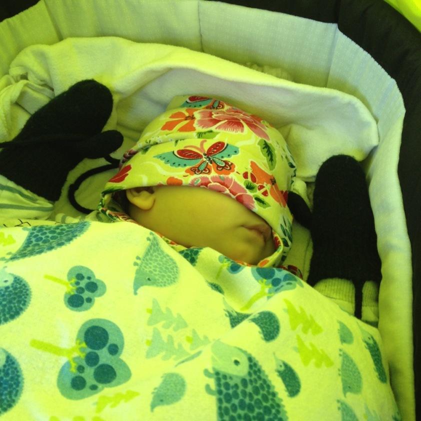 Das Baby hat sich zum schlafen das Licht ausgemacht.